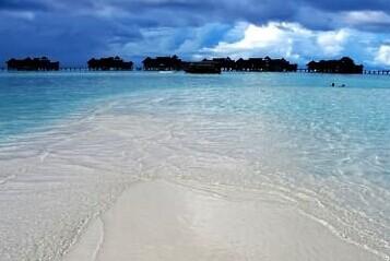 马尔代夫天堂岛水上屋远眺