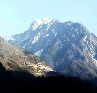 凯发k8娱乐下载地址冬季雪峰远眺
